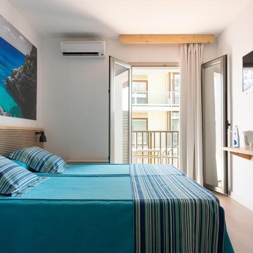 HABITACIÓN DOBLE CON BALCON Y VISTA MAR LATERAL Hotel Eolo